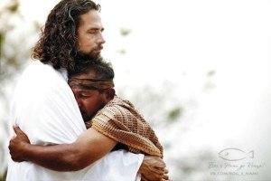 Yesus peluk 3