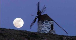Bulan & kincir angin